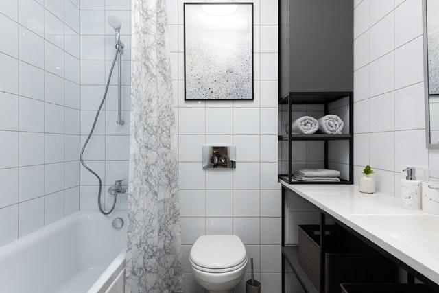 Jak urządzić bardzo małą łazienkę